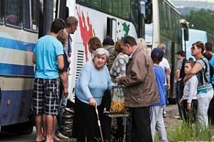 Поток переселенцев не иссякает, человеческая щедрость тоже