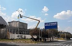 В городе действительно мало украинской символики...